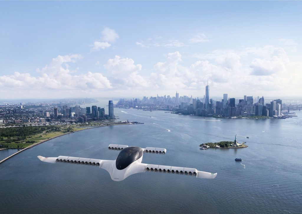 Lilium 5-seater electric aircraft is already flying. Company plans passenger transport operations first in Germany and in the USA. This Manhattan scenery may not be that far in the future as the maiden flight was already in May 2019. Lilium media images.